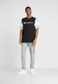 Champion - LOGO RIB CUFF PANTS - Verryttelyhousut - light grey melange - 1