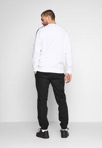 Champion - ELASTIC CUFF PANTS - Spodnie treningowe - black - 2
