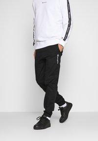 Champion - ELASTIC CUFF PANTS - Spodnie treningowe - black - 0