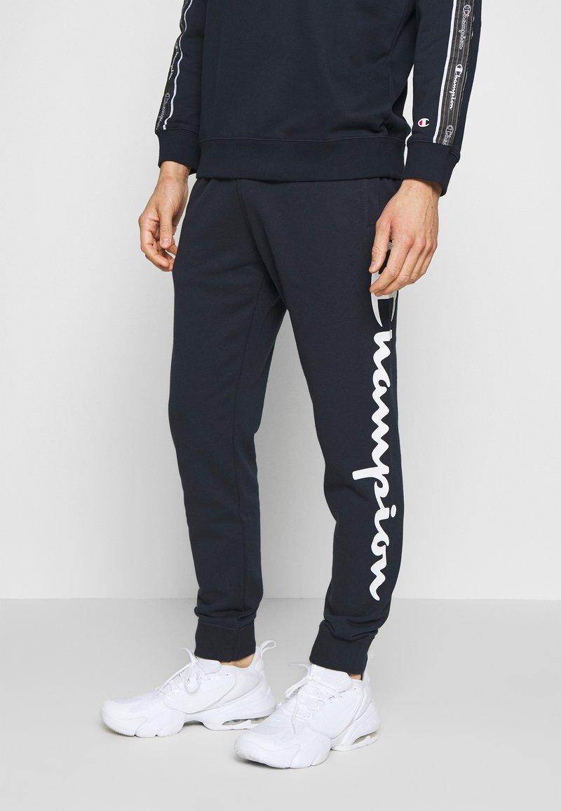 Champion - BIG LOGO CUFF PANTS - Verryttelyhousut - dark blue