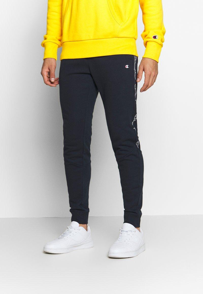 Champion - TAPE PANTS - Verryttelyhousut - dark blue