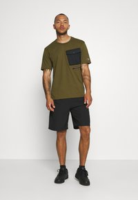 Champion - GET ON TRACK SHORT - Pantalón corto de deporte - black