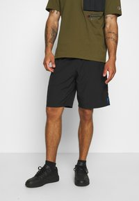 Champion - GET ON TRACK SHORT - Pantalón corto de deporte - black - 0