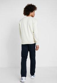 Champion - CREWNECK  - Sweatshirt - off-white - 2