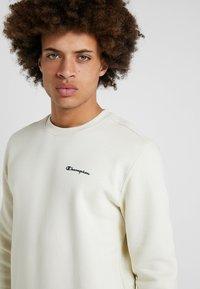 Champion - CREWNECK  - Sweatshirt - off-white - 3