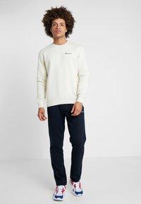 Champion - CREWNECK  - Sweatshirt - off-white - 1