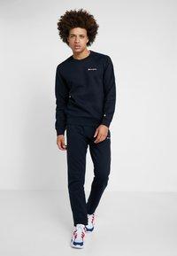 Champion - CREWNECK  - Sweatshirt - dark blue/white - 1