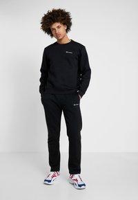 Champion - CREWNECK  - Sweatshirt - black - 1