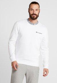 Champion - CREWNECK - Sweatshirt - white - 0