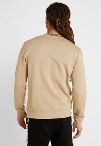 Champion - CREWNECK - Sweatshirt - tan - 2