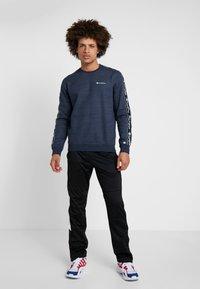 Champion - CREWNECK - Sweater - navy melange - 1