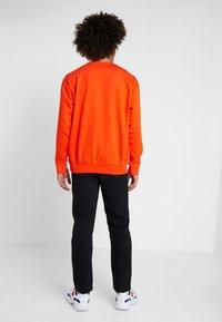 Champion - CREWNECK  - Sweater - orange - 2