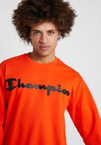 Champion - CREWNECK  - Sweater - orange - 3