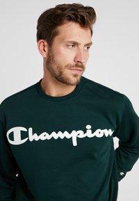 Champion - CREWNECK  - Mikina - dark green - 3