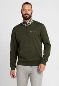 Champion - HALF ZIP  - Sweatshirt - dark green - 0