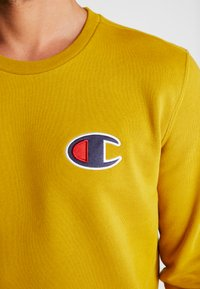 Champion - CREWNECK - Sweatshirt - dark yellow - 3