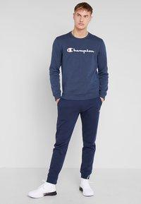 Champion - CREWNECK - Sweatshirt - navy melange - 1