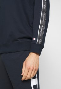 Champion - TAPE CREWNECK - Mikina - dark blue - 5