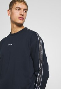 Champion - TAPE CREWNECK - Mikina - dark blue - 3