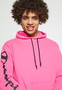 Champion - HOODED - Bluza z kapturem - pink - 3