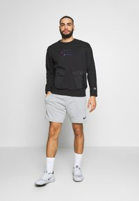 Champion - ROCHESTER WORKWEAR CREWNECK - Bluza - black - 1