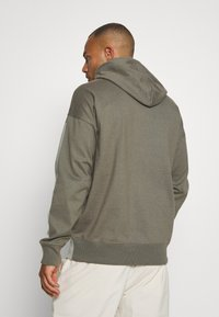 Champion - ROCHESTER ECO SOUL HOODED - Bluza z kapturem - taupe - 2