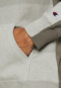 Champion - ROCHESTER ECO SOUL HOODED - Bluza z kapturem - taupe - 5