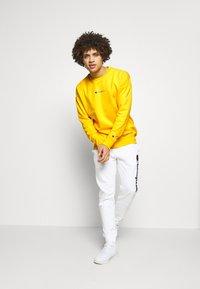 Champion - Sweatshirt - yellow - 1