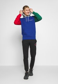 Champion - ROCHESTER TEAM HOODED - Bluza z kapturem - blue/red/green/grey melange - 1