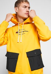 Champion - ROCHESTER WORKWEAR HOODED - Mikina s kapucí - mustard yellow - 3
