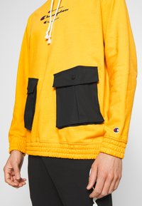 Champion - ROCHESTER WORKWEAR HOODED - Mikina s kapucí - mustard yellow - 5