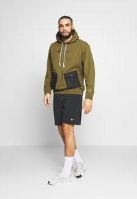 Champion - ROCHESTER WORKWEAR HOODED - Mikina skapucí - olive - 1