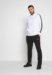 Champion - TAPE HOODED - Huppari - white - 1