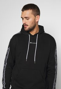 Champion - TAPE HOODED - Mikina s kapucí - black - 3