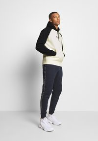 Champion - LEGACY COLOR HOODED - Hoodie - off white/dark blue - 1