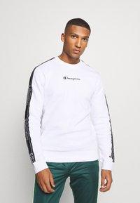 Champion - LEGACY TAPE CREWNECK - Sweatshirt - white - 0