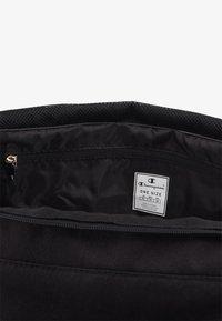 Champion - SMALL DUFFEL - Sportovní taška - black/white - 4