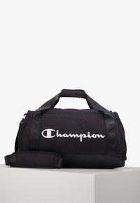 Champion - SMALL DUFFEL - Sportovní taška - black/white - 0