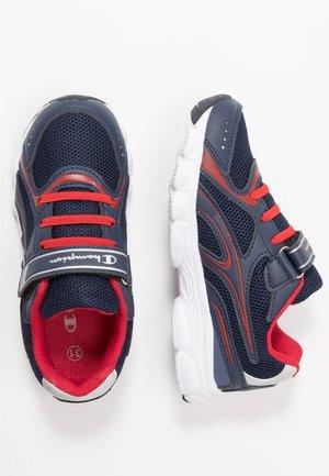 LOW CUT SHOE BLITZ - Sportovní boty - navy/red
