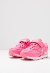 Champion - LOW CUT SHOE ERIN - Trainings-/Fitnessschuh - pink - 3