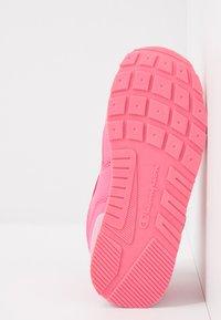 Champion - LOW CUT SHOE ERIN - Trainings-/Fitnessschuh - pink - 5