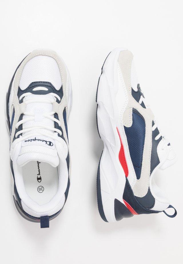 LEGACY PLUS LOW CUT TAMPA - Sports shoes - white