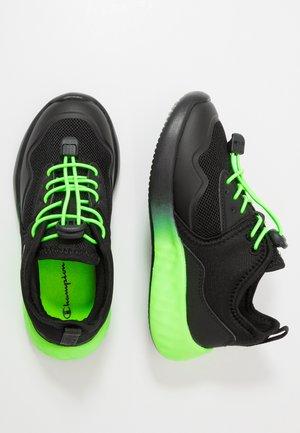LEGACY LOW CUT SHOE SPINNER - Obuwie treningowe - black/green