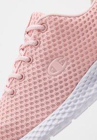 Champion - LEGACY LOW CUT SHOE SPRINT - Kuntoilukengät - soft pink - 2