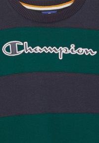 Champion - ROCHESTER VARSITY CREWNECK - Triko spotiskem - dark blue/dark green - 2