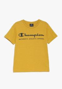 Champion - AMERICAN CLASSICS CREWNECK - Print T-shirt - mustard yellow - 0