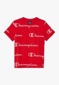 Champion - LEGACY AMERICAN CLASSICS CREWNECK  - T-shirt med print - red - 0