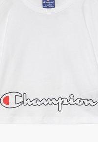 Champion - ROCHESTER LOGO CREWNECK  - Print T-shirt - white - 3