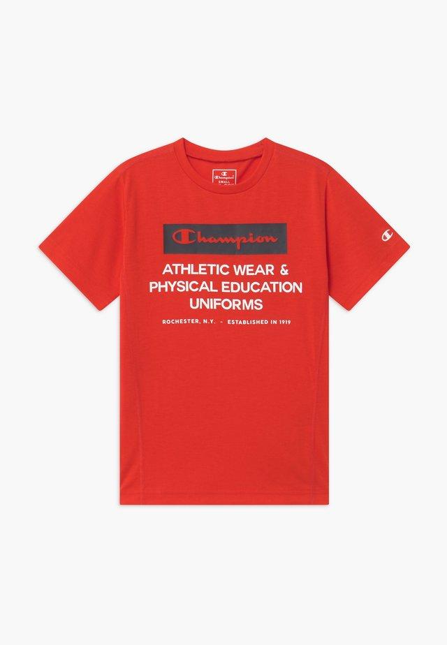 CHAMPION X ZALANDO BOYS PERFORMANCE TEE - T-shirts med print - red