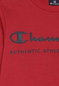 Champion - AMERICAN CLASSICS CREWNECK  - Bluza - red/navy - 4